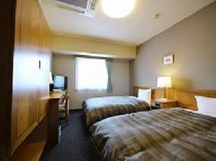 ツインルーム120㎝幅のベッドが2つ、お部屋も17㎡とお寛ぎ頂けます♪
