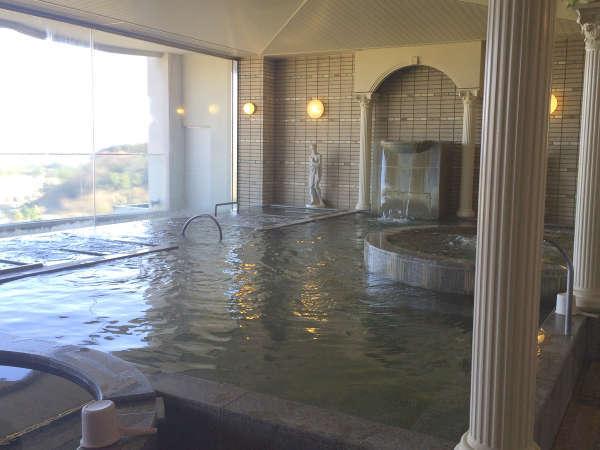 【大浴場内湯】展望風呂からの景色を眺めながら湯船に浸かってリラックス