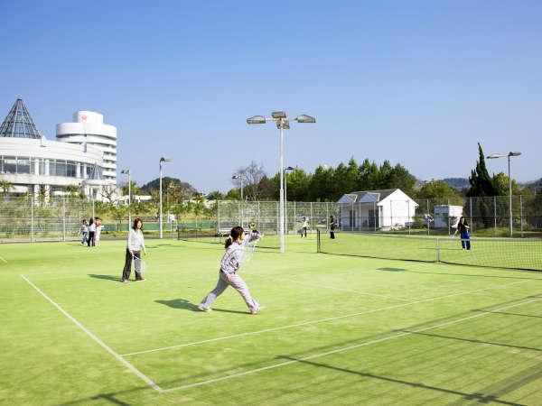 【テニスコート】ナイターも楽しめます。