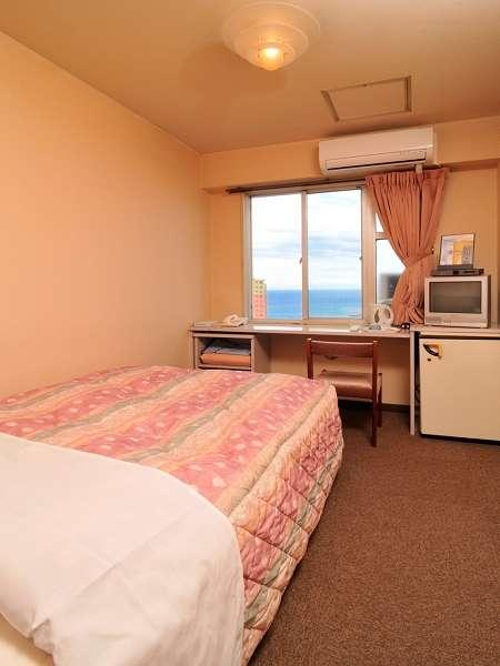 【お部屋】シングルルームBタイプ。セミダブルベッドで快適。ウォッシュレット付き!