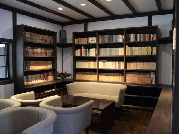 ●図書室…宿泊当日の21時までご利用いただける、落ち着いた雰囲気の図書館。