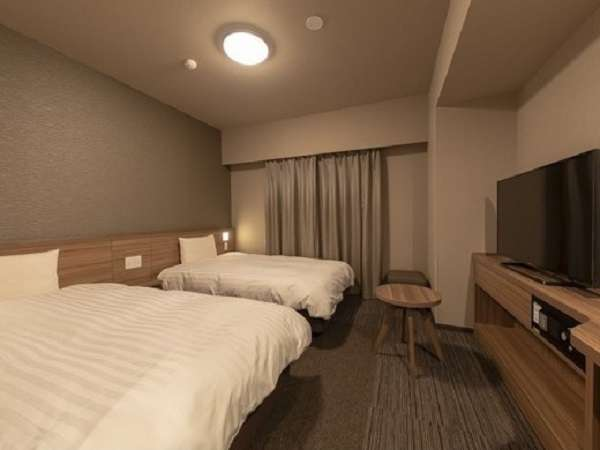 ■ツインルーム■全室禁煙 ■シモンズ社製ベッド(110×195cm×2台)■広さ約22.5平米 ■全室Wi-Fi利用可能