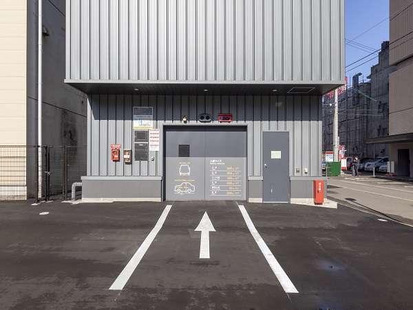 ・立体駐車場(34台)/平地駐車場(17台) ・1泊1台あたり1,100円(15:00-11:00)