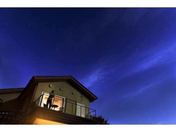 【外観】2F和洋室(四花菱)のテラスより、暮れゆく夜空を堪能ください。