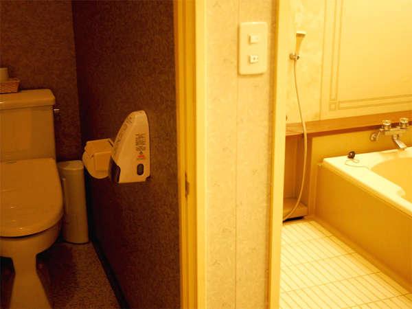 和室【さくらの間】バス・トイレが独立している、快適なお部屋!ゆったりのんびりお寛ぎ頂けます。