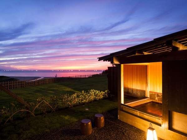 海に面した絶景宿。夕暮れ時、水平線に沈む夕日は格別です