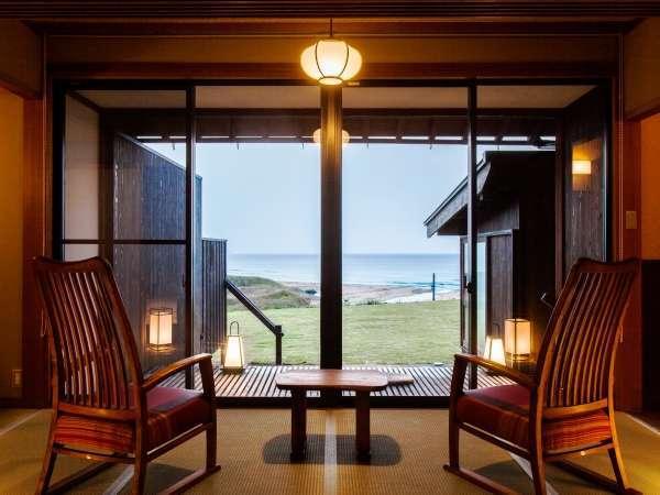 【温泉露天風呂付客室/一例】目の前に海が広がる贅沢な空間