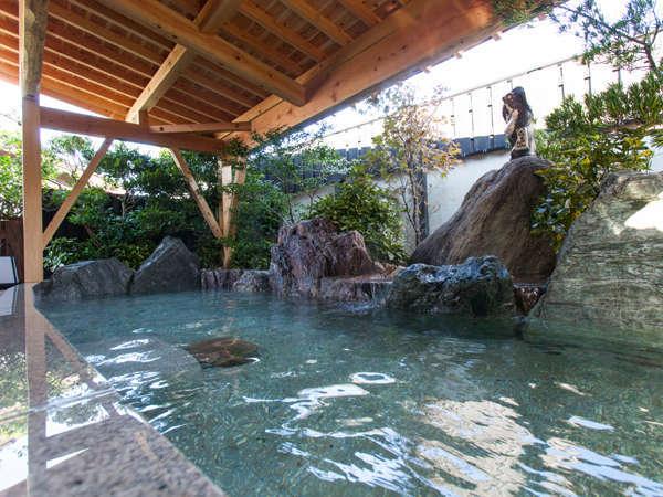 【大浴場】和の趣、緑に囲まれる情緒あふれる庭園露天風呂(男女入替制)