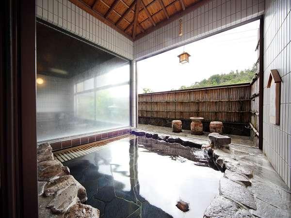 源泉100%(加温)のラドン泉を露天でお楽しみください