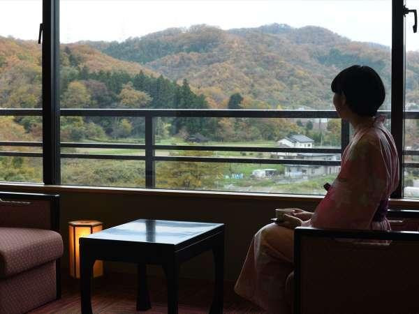 【客室】和室からは眺めの良い風景が広がる