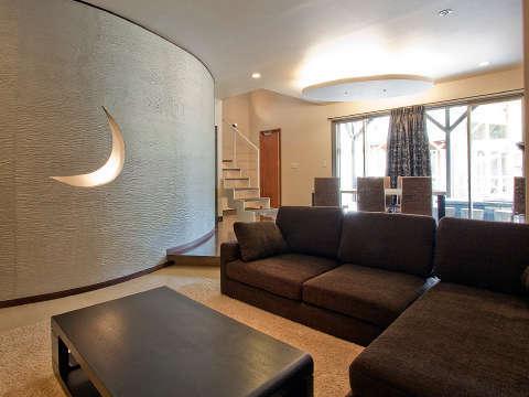 大人気の110号室。2階にはローベッドが6台!露天風呂+檜の内風呂+低温岩盤浴付の贅沢リゾートコテージ