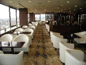 ホテル最上階にあるスカイラウンジ。日中は遠く鳥取砂丘や市内が一望でき夜景もキレイ。