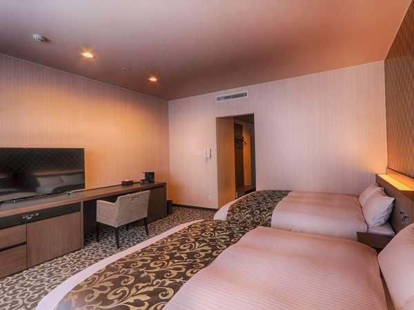 《201号室ふじばかま》角部屋のツインルーム。モダンな内装でシックな雰囲気のお部屋です。
