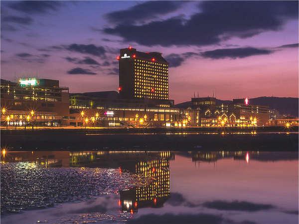 小樽港マリーナを目の前に、異国のシーサイドリゾートにいるようなロマンティックな気分を満喫。