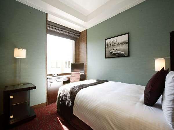 【スタンダードシングル・昼】14平米ベッド幅130cm シンプルで機能的なデザインはビジネスにも最適