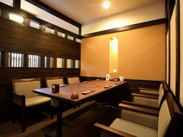 【お食事処】全テーブル半個室です。プライベートな空間でお食事をお楽しみ頂けます。