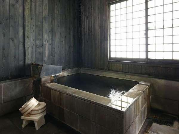 【貸切風呂】石風呂です。午後3時から翌朝9時まで、自由にご利用いただけます。