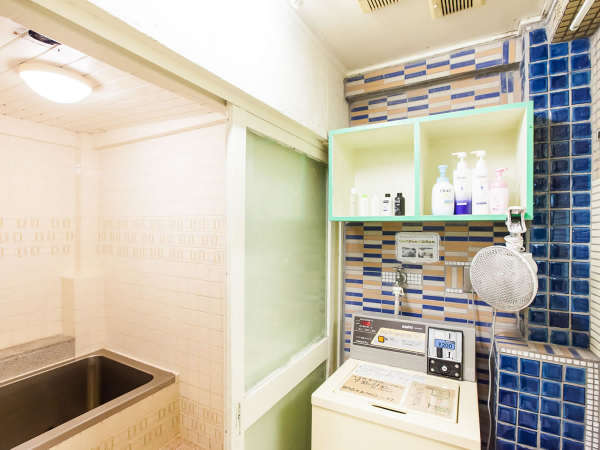 貸切タイプのシャワールーム(浴槽は使えません)