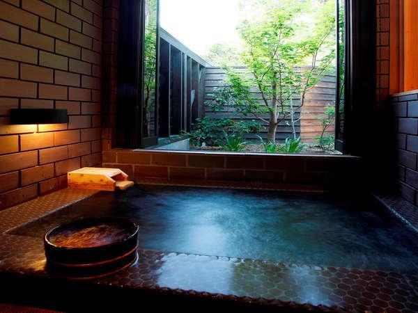 【TypeB】内湯。各部屋に温泉を完備。自然湧出の新鮮な温泉を心ゆくまで、お愉しみください。