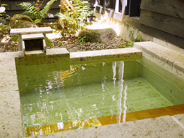 【TypeA】各部屋に源泉掛け流し温泉を完備。自然湧出の新鮮な温泉を心ゆくまで、お愉しみください。