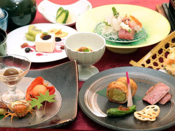ご夕食:「紫尾庵流創作懐石」は月ごとにメニューが変わり次回来訪の際も新しいお食事をお愉しみ頂けます。