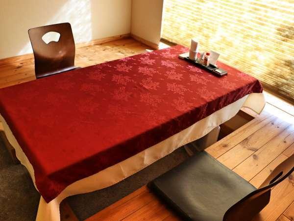 完全個室のお食事処は掘りごたつ式テーブルでゆったりと。鹿児島の美味を大切な方とご堪能ください。