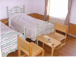 犬と一緒に泊まれる、シングルベット2つの部屋
