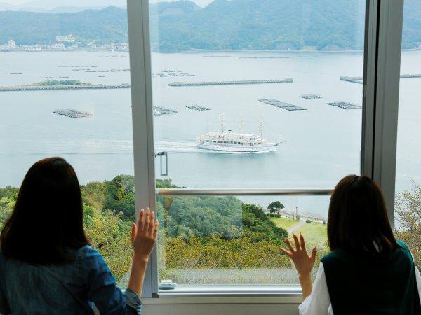 福良湾を一望 (洋室バストイレ付き)