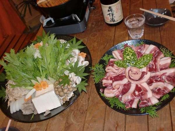 要予約で各鍋プランがご用意できます(写真は猪の牡丹鍋)地鶏鍋・水炊き・豆乳鍋・チゲ鍋・寄せ鍋