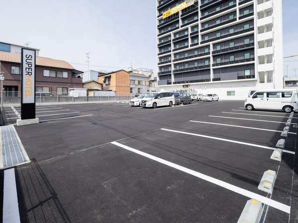 駐車場は当館敷地内に71台、第2駐車場16台、第3駐車場24台がござます。
