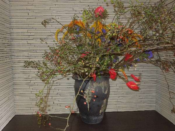 ロビー 季節の生け花