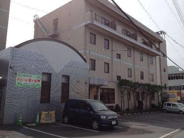 ☆本館の外観☆ 写真に写っているのが、当ホテル自慢の居酒屋です。