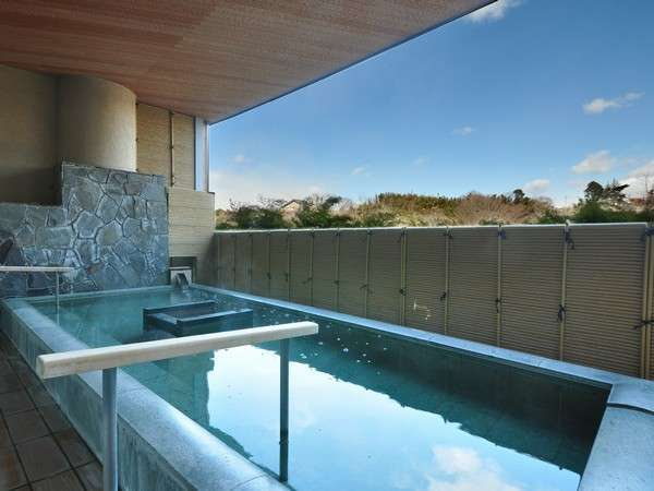 2階楽山の湯は展望露天風呂がございます