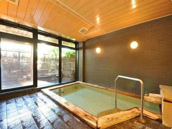 助六の湯 檜造りのお風呂です。