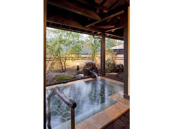 大浴場「木漏れ日の湯」は朝の日差しも心地好い