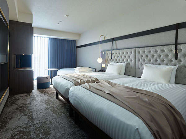 【スーペリアツイン(+ソファベッド)】ソファをベッドに変えることで3名のご利用が可能。