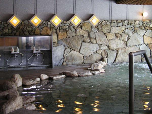 【内湯】広々とした内湯…手足を伸ばして温泉浴♪体にじんわり沁み渡ります。