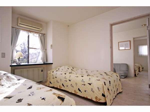 ツインベッドがある、2つの寝室と寛ぎルームのお部屋(3名様、4名様用)