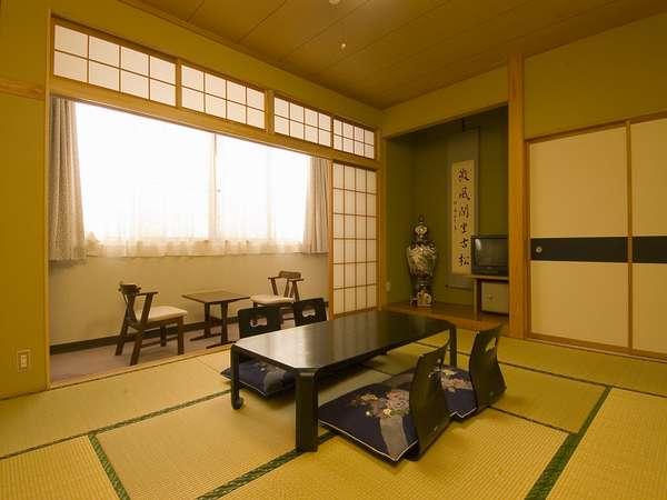 和室10畳+広縁 バス(温泉)+トイレ(ウォシュレット)付きの和室です。