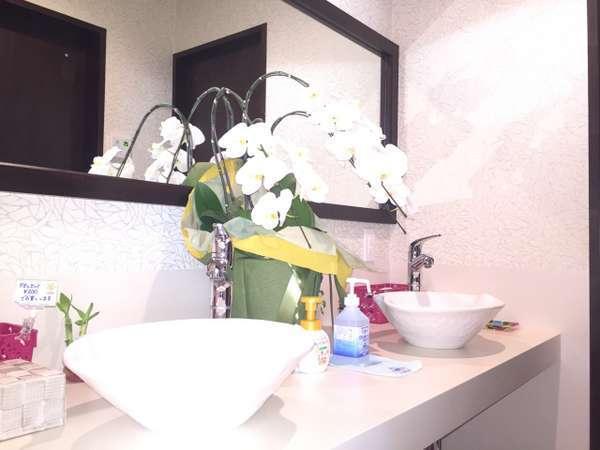 【女性専用】パウダールームには特大鏡・洗面2台・アメニティーも充実しています♪ドライヤー2台設置