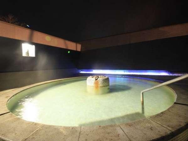 大好評のテンゲル温泉露天風呂!きらきら光る石も幻想的☆満点の星空の下で癒しのひと時♪