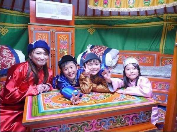 家族みんなでモンゴル体験♪良い思い出になりますね(^-^)