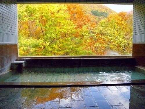 栗駒山麓を望む眺望風呂