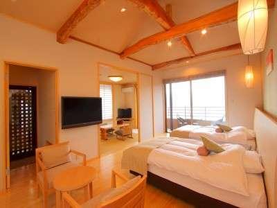 十三夜の客室は天井の梁をみせてナチュラルデザイン!