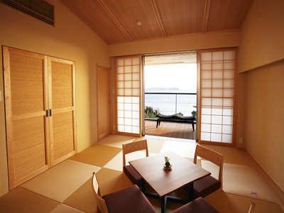 珪藻土と琉球畳の自然空間、露天付きオーシャンビューの和室