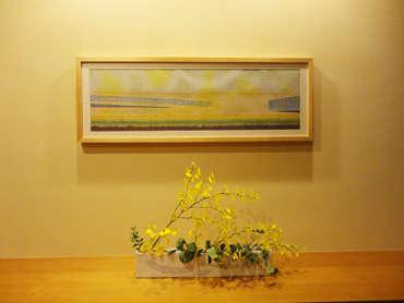 玄関と客室の額は和紙でイメージを表現しています