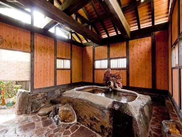【大浴場】一枚岩をくりぬいて作った贅沢なお風呂です。女風呂のみ備わっています