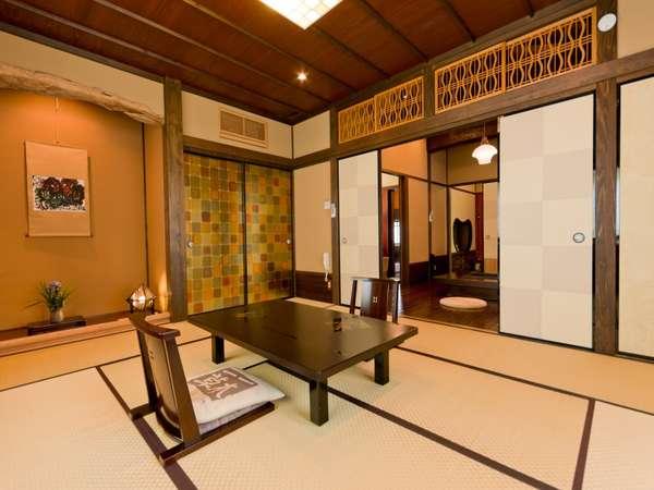 【客室/紅葉】当館特別室「紅葉」は和室とツインの寝室からなる広々とした造りです