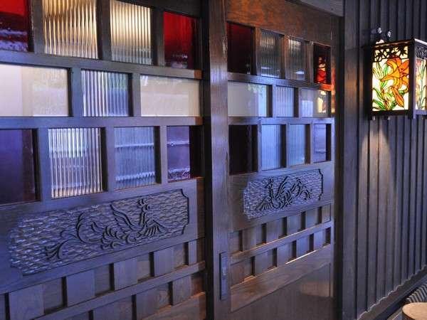 【客室】全室、お部屋毎のテーマに沿ってデザインされているので、扉の柄も異なっております