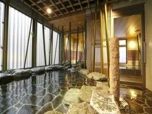 【女性】岩風呂(外気浴:湯温41~42℃)